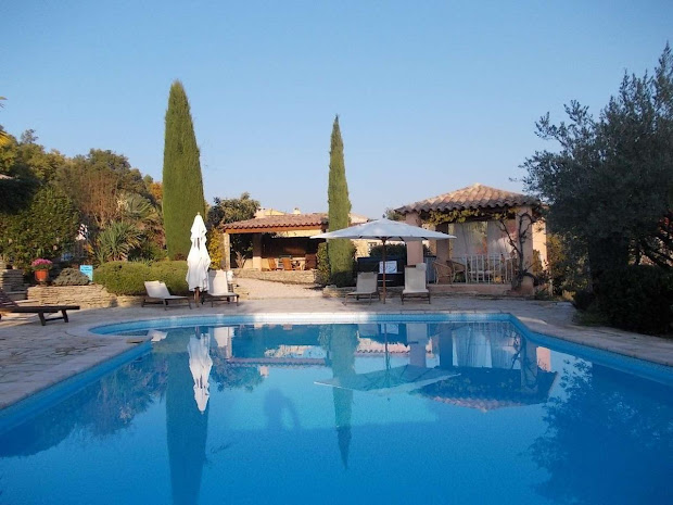 swimming-pool-of-lescleriade-b-and-b-and-guest-house-in-provence-near-vaison-la-romaine.jpg