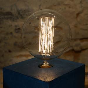lampe design en béton forme de cube couleur bleu canard fait-main par Junny