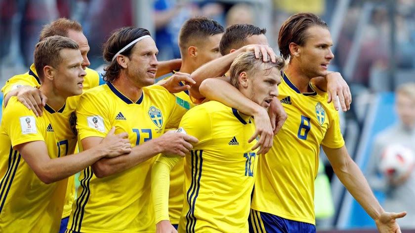 Suecia celebra el gol que le da el pase a cuartos de final.