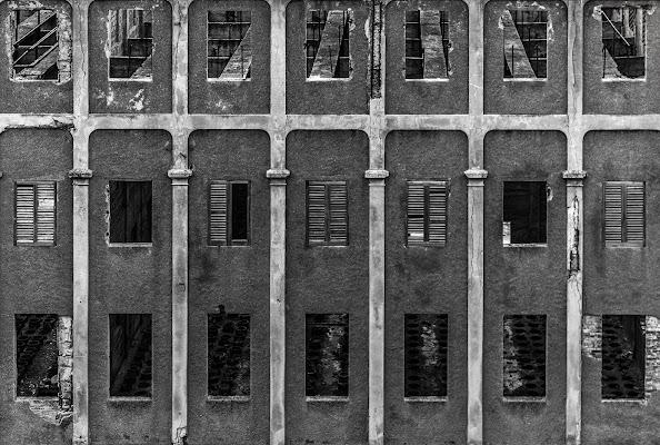 Finestre di fabbrica abbandonata di Matteomaiden