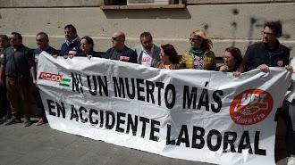 CCOO y UGT durante la manifestación.