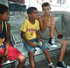Photo: cuban kids using cameras for first time. Tracey Eaton photo