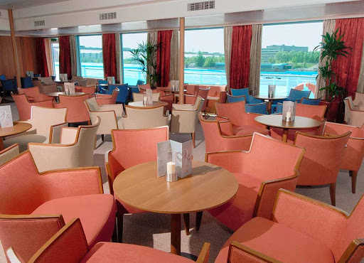 Viking-Truvor-Sky-Bar.jpg - Head to the lounge on Viking Truvor to take in the scenery Russia has to offer.