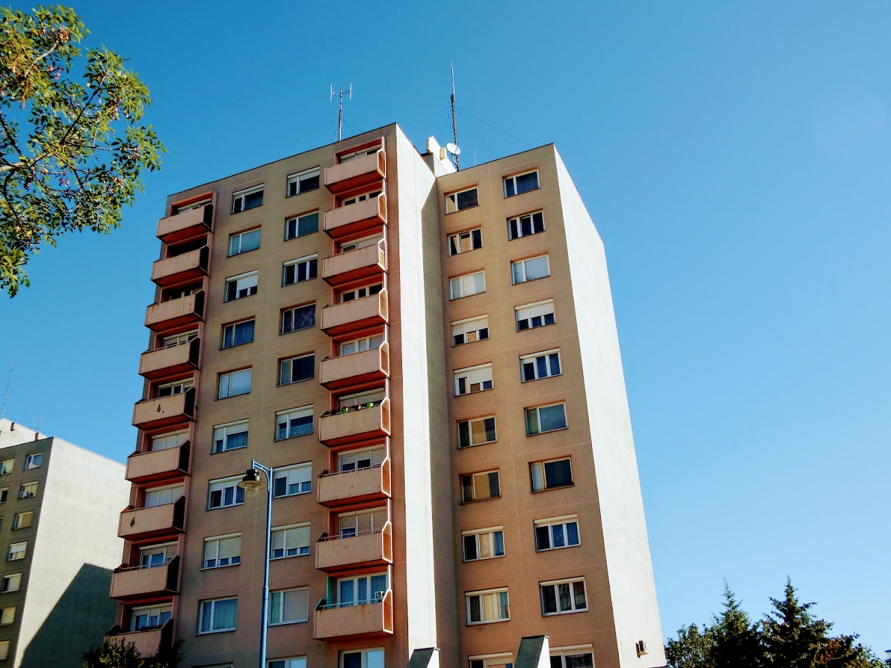 Dunaújváros/toronyház - helyi URH-FM adóállomás