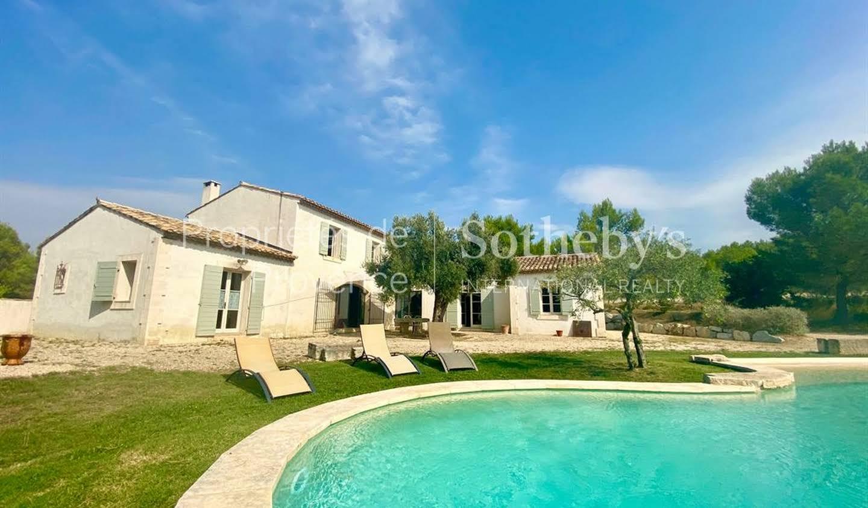 Maison avec piscine et terrasse Boulbon