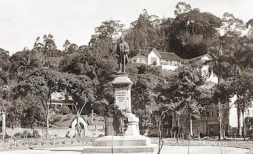 Photo: Monumento a José Tomás da Porciúncula, localizado na Praça da Liberdade. Década de 30