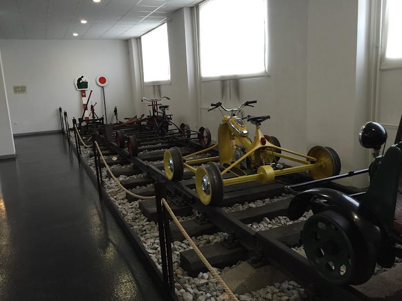 リュブリャナ 鉄道博物館 鉄道の上を走るバイク