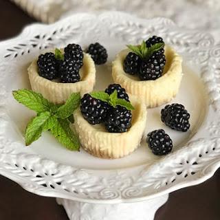 Quark Mini Cheesecakes with Fresh Blackberries (German Käsekuchen).