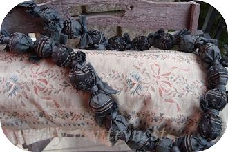 Photo: perlone di legno rivestite di stoffa