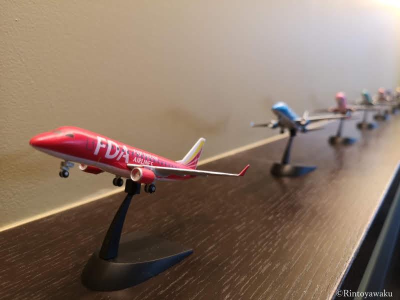 小牧空港タリーズコーヒーに飾ってあるFDA機体のフィギア