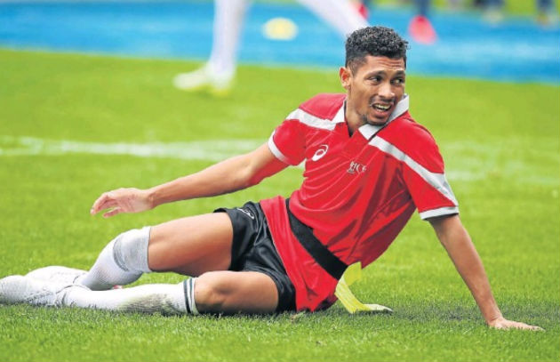 Wayde van Niekerk grimaces after hurting his knee during the Celebrity TAG match between the Aden Thomas All Stars and the Carl Wastie Invitational side in Cape Town last year