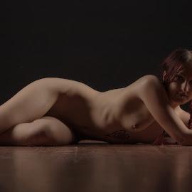 Vicki by Gary Bradshaw - Nudes & Boudoir Artistic Nude