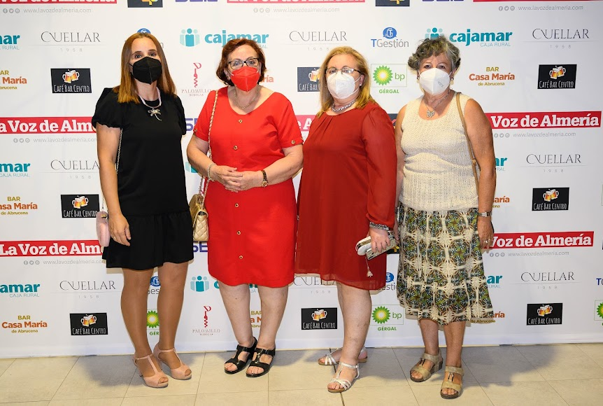 Asociación de Cuidadores de Abla: Pepi La Torre vocal; Manuela Ortiz, presidenta y recogió el premio Sociedad; Mª Ángeles Ortiz, socia; y Adoración González, tesorera.