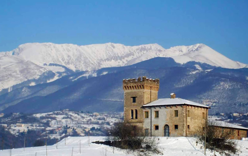 The ancient Tower in the snow di Daniloch