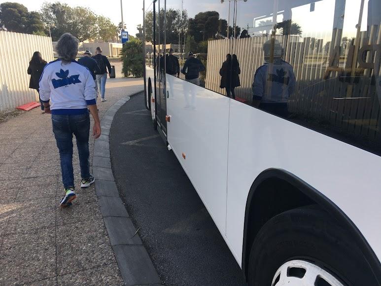 Llegada de un bus a la UAL.