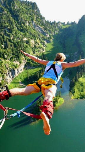 Bungee jumping.Live wallpaper