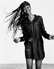Photo: La diseñadora de patrones, estilista y bloguera Tanya Mushayi (Zimbabwe) posa para Diesel+Edun: a denim collection born in Africa Diesel+Edun: a denim collection born in Africa