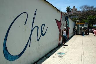 Photo: che painted on wall, havana. Tracey Eaton photo