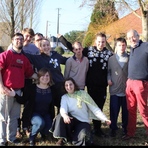 La team de L'Arche La Ruisselée participe au Cross Ouest France pour soutenir la vie associative de la communauté.