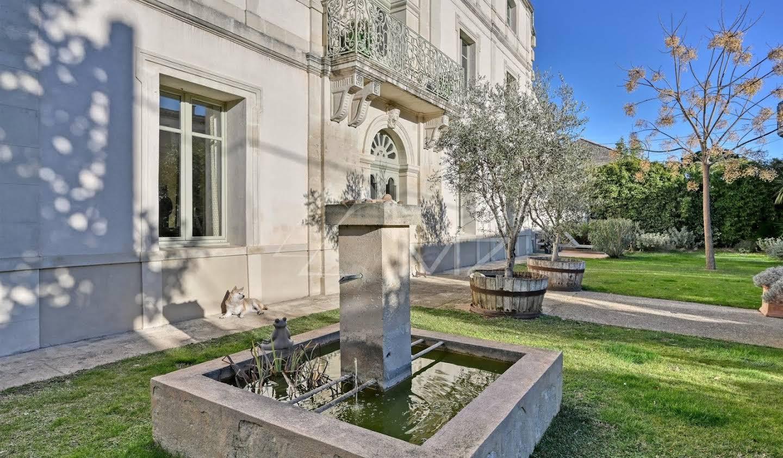 Propriété avec piscine et jardin Nimes