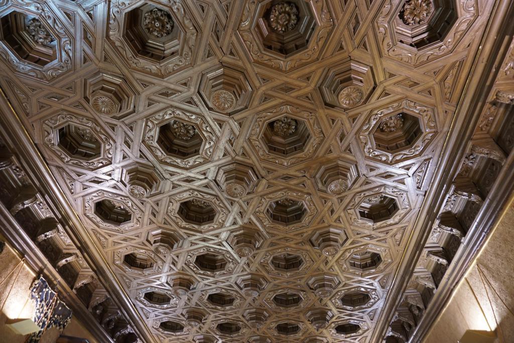 Techo de una sala del Palacio de la Real Maestranza de Caballería de Zaragoza