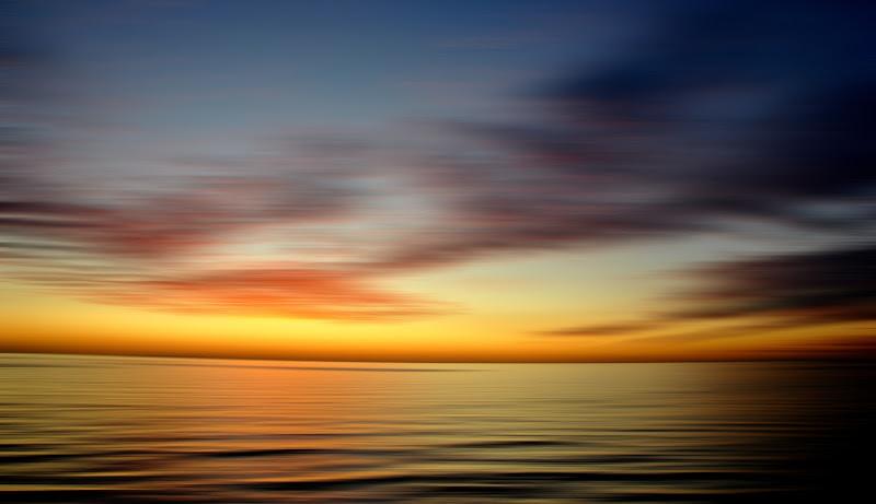 Il silenzio è la gentilezza dell'universo. (Abdelmajid Benjelloun) di Viola1