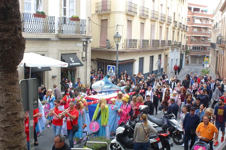 La Plaza Vieja acogió el Entierro de la Sardina.