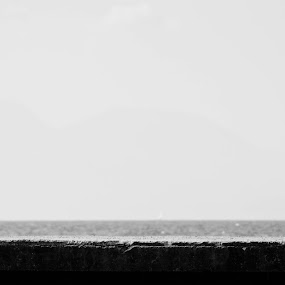 On the beach by Livio Siano - Babies & Children Child Portraits ( b/w, child, black and white, summer, sunshine, b/n, beach )