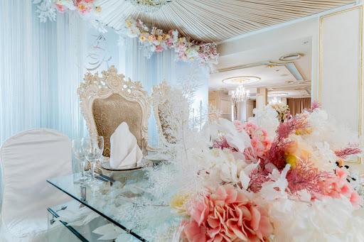 Большой банкетный зал в ресторане Парадайз для свадьбы