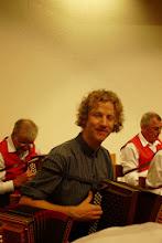 Photo: Unser musikalischer Leiter Simon Dettwiler hat alles im Griff