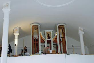Photo: Die Orgel wird wieder zusammengebaut