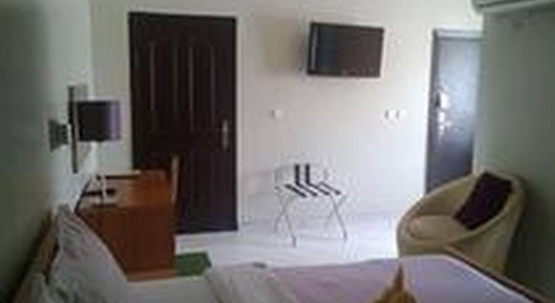 Cata Apartment Hotel And Spa