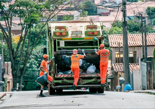 coletores de resíduos sólidos