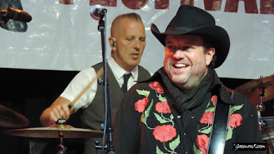 Photo: The Mavericks: vocals and drums