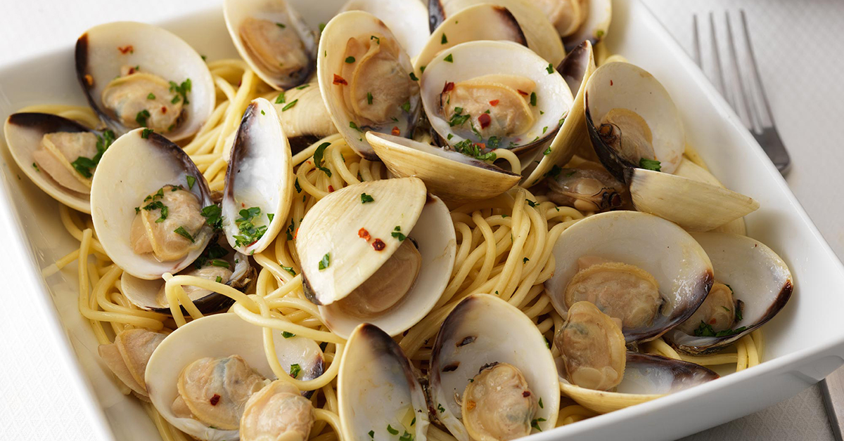 Quick Pasta with Whole Clams in Shell