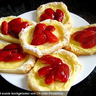 Blätterteigtaschen mit Pudding - Erdbeer - Füllung