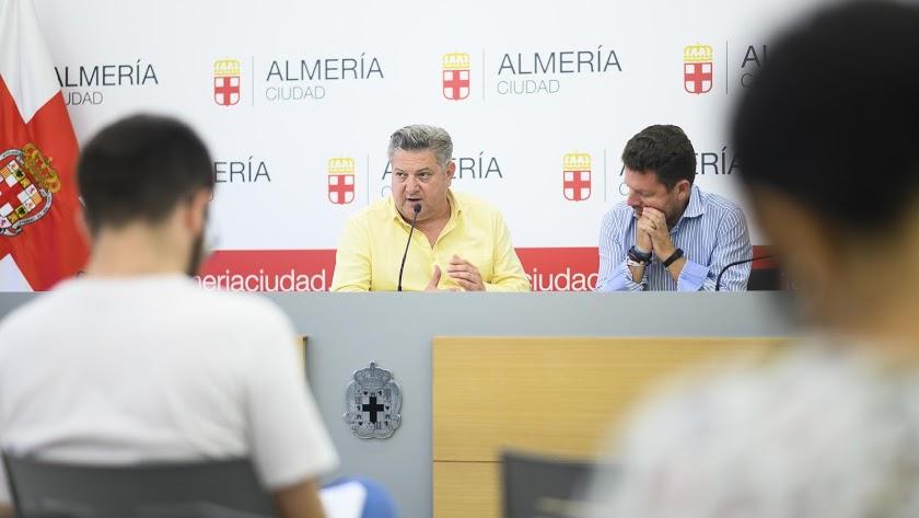 Diego Cruz en una rueda de prensa.