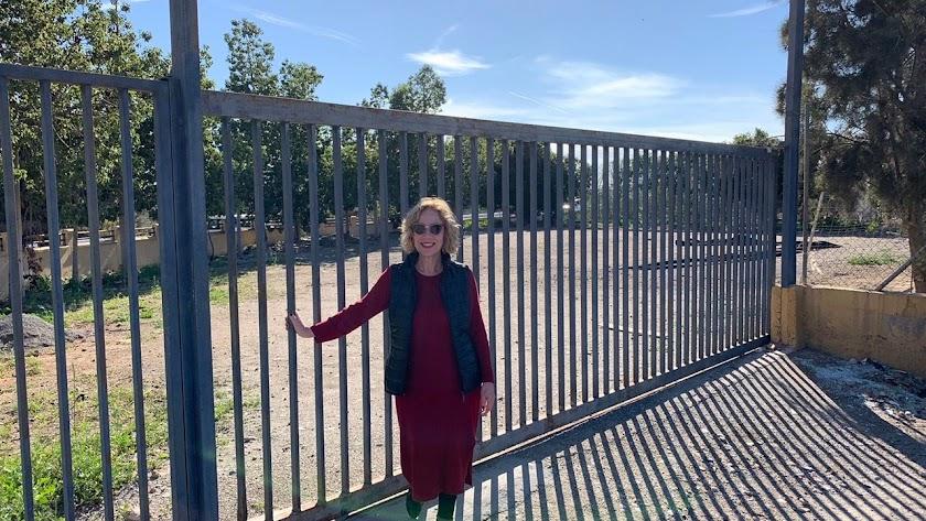 María Victoria Ortega Morales junto al nuevo recinto.