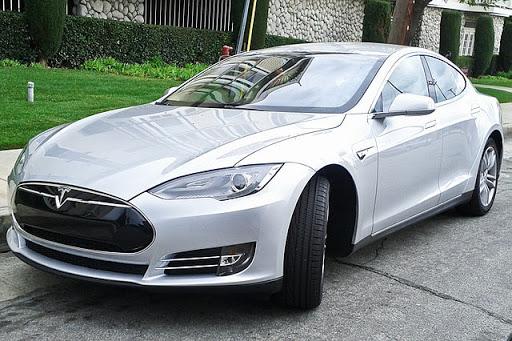 Tesla está trabajando en su propio chip de AI para autoconducción
