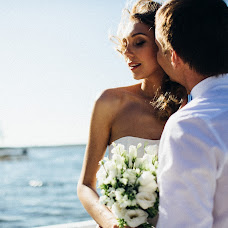 Wedding photographer Vasiliy Tikhomirov (BoraBora). Photo of 14.06.2014
