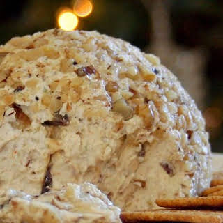 Traditional Christmas Cheese Ball.