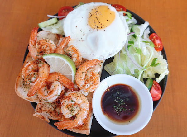 B1brekky  貨櫃屋餐廳  超蝦早餐盤,新鮮美味一點都不瞎!