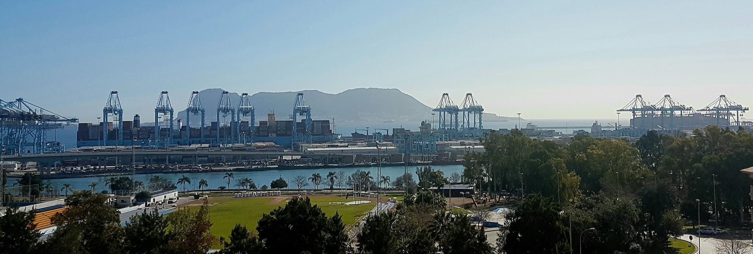 El Puerto de Algeciras opera simultáneamente dos megaships de más de 20.000 Teus