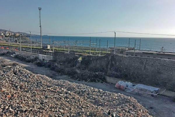 vista del mare in zona demolita palozzo delle poste
