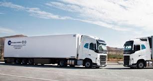 Cuenta con una flota de 80 camiones.