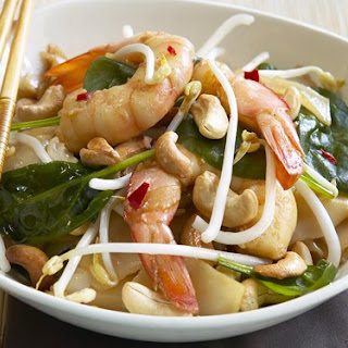 Rice Noodles With Prawns And Oyster Sauce.