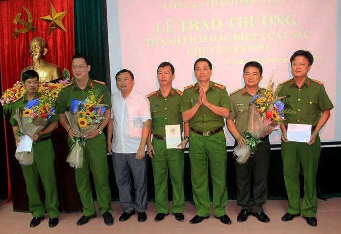 Bộ Công an, Công an tỉnh Nghệ An, UBND TP Vinh biểu dương và khen thưởng Ban chuyên án 919T trong việc triệt xóa ổ nhóm đối tượng người Trung Quốc chiếm đoạt tài sản qua thẻ ATM