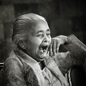 feel sleepy  by Axl Digital's - People Portraits of Women