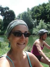 Photo: et les groupies... et oui aucun sens 3 rockers sans groupies... attention nous les suivont de près... très près... car on est trop forte à vélo... on les dépasse même