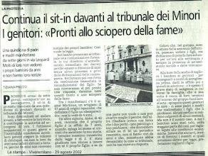 Photo: Sit-in durato 18 giorni e mezzo - 24 ore su 24 - davanti al Tribunale per i Minorenni di Milano con una partecipazione/presenza media di 10 genitori (punte minime 4 genitori nelle ore notturne e 18 nelle ore diurne)